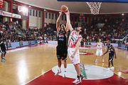 DESCRIZIONE : Teramo Lega A 2009-10 Basket Bancatercas Teramo Pepsi Caserta<br /> GIOCATORE : Lukasz KosZarek Drake Diener<br /> SQUADRA : Pepsi Caserta Bancatercas Teramo<br /> EVENTO : Campionato Lega A 2009-2010 <br /> GARA : Bancatercas Teramo Pepsi Caserta<br /> DATA : 15/11/2009<br /> CATEGORIA : rimbalzo difesa stoppata<br /> SPORT : Pallacanestro <br /> AUTORE : Agenzia Ciamillo-Castoria/C.De Massis<br /> Galleria : Lega Basket A 2009-2010 <br /> Fotonotizia : Teramo Lega A 2009-10 Basket Bancatercas Teramo Pepsi Caserta<br /> Predefinita :