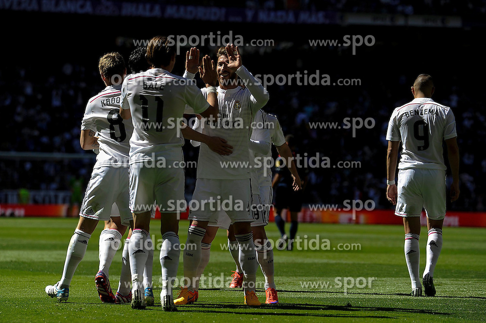 05.04.2015, Estadio Santiago Bernabeu, Madrid, ESP, Primera Division, Real Madrid vs FC Granada, 29. Runde, im Bild Real Madrid&acute;s players celebrates a goal // during the Spanish Primera Division 29th round match between Real Madrid CF and FC Granada at the Estadio Santiago Bernabeu in Madrid, Spain on 2015/04/05. EXPA Pictures &copy; 2015, PhotoCredit: EXPA/ Alterphotos/ Luis Fernandez<br /> <br /> *****ATTENTION - OUT of ESP, SUI*****