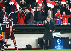 Munich, Germany - Wednesday, March 7, 2007: Bayern Munich's Roy Makaay and head coach Ottmar Hitzfeld against Real Madrid during the UEFA Champions League First Knock-out Round 2nd Leg at the Allianz Arena. (Pic by Christian Kolb/Propaganda/Hochzwei) +++UK SALES ONLY+++