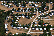Nederland, Utrecht, Gemeente Utrechtse Heuvelrug, 08-07-2010; Zeist, caravans met voortenten op kampeerterrein bij Oud London / Krakeling..Caravans with awnings on campsite..luchtfoto (toeslag), aerial photo (additional fee required).foto/photo Siebe Swart.luchtfoto (toeslag), aerial photo (additional fee required).foto/photo Siebe Swart