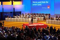 21 MAR 2004, BERLIN/GERMANY:<br /> Uebersicht außerordentlicher SPD Bundesparteitag, waehrend der Rede von Gerhard Schroeder, SPD, Bundeskanzler, Estrel Convention Center<br /> IMAGE: 20040321-01-038<br /> KEYWORDS: Parteitag, party congress, Gerhard Schröder, speech, Übersicht