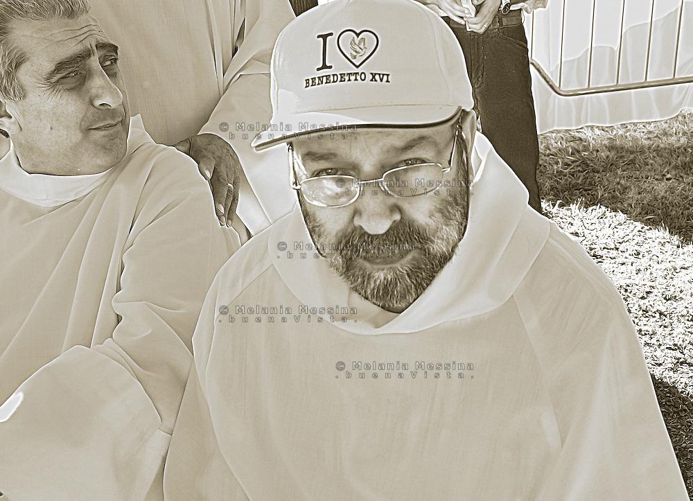 Palermo, Pope visit: a deacon waiting for the pope.<br /> Visita di Benedetto XVI a Palermo: un diacono attende di vedere il papa