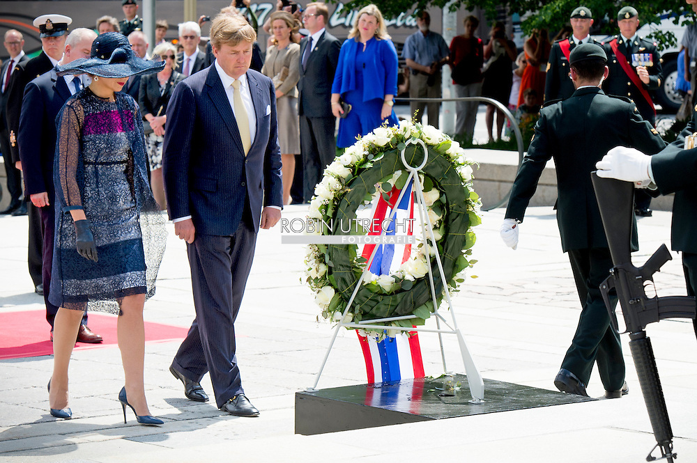 King Willem-Alexander and Queen Maxima of The Netherlands lay down an wreath at the National War Memorial in Ottawa, Canada, 27 May 2015. The King and Queen of The Netherlands bring an state visit from 27 till 29 may to Canada. COPYRIGHT ROBIN UTRECHT
