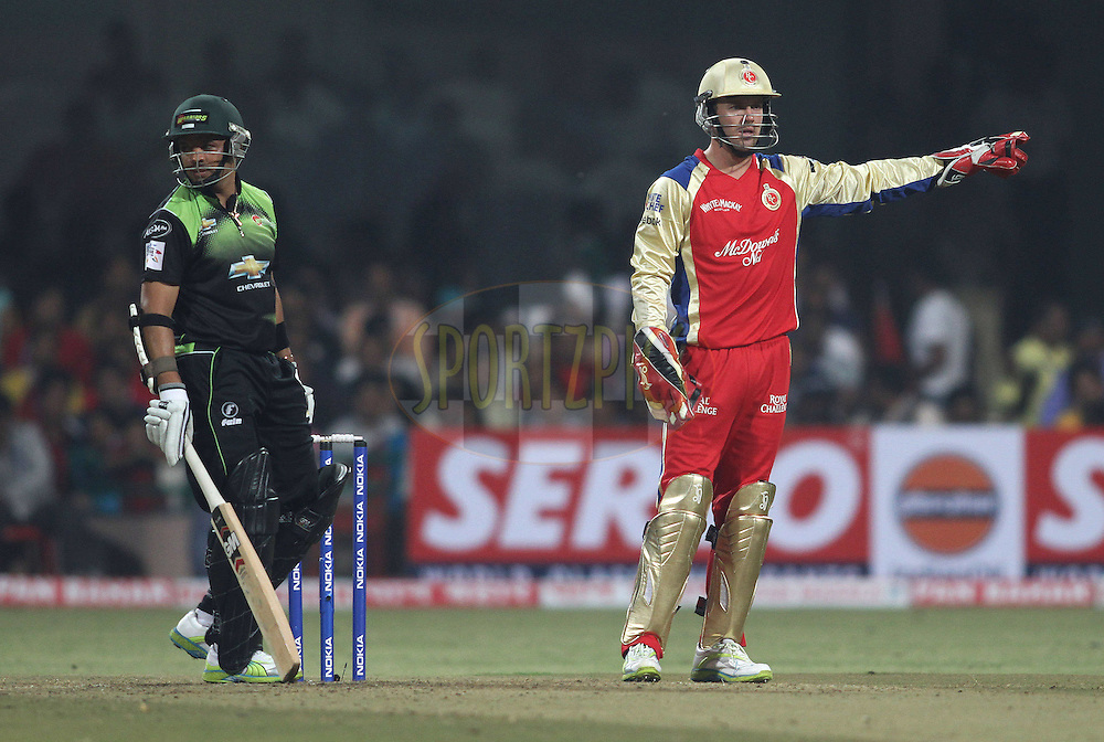 AB de Villiers of Royal Challengers Bangalore sets the field as Ashwell Prince of the Warriors looks on during match 1 of the NOKIA Champions League T20 ( CLT20 )between the Royal Challengers Bangalore and the Warriors held at the  M.Chinnaswamy Stadium in Bangalore , Karnataka, India on the 23rd September 2011..Photo by Shaun Roy/BCCI/SPORTZPICS
