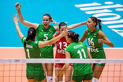 26-08-2017 NED: World Qualifications Bulgaria - Netherlands, Rotterdam<br /> De Nederlandse volleybalsters hebben in Rotterdam het kwalificatietoernooi voor het WK van volgend jaar in Japan ongeslagen afgesloten. Oranje was in z'n laatste wedstrijd met 3-0 te sterk voor Bulgarije: 25-21, 25-17, 25-23. / Dobriana Rabadzhieva #5 of Bulgaria, Elitsa Vasileva #16 of Bulgaria
