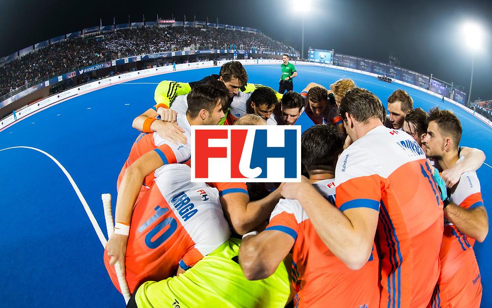 BHUBANESWAR -  Huddle Oranje voor de Hockey World League Finals , de kwartfinale wedstrijd Duitsland-Nederland (3-3).Duitsland wint na shoot-outs.    COPYRIGHT KOEN SUYK