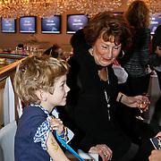 NLD/Amsterdam/20101212- Yummy Mummy Brunch in het Jacky hotel op de Miljonairfair, Pauline Mol - Huizinga zoon Pieter-Jan Edo en zijn oma