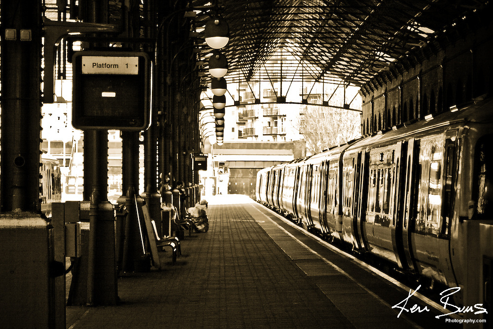 A photo of a Chilten Railways train waiting on platform 1 of London Marylebone Station. London Marylebone also has an underground station and was initially opened in 1899 and it is the youngest of all London mainline train stations.
