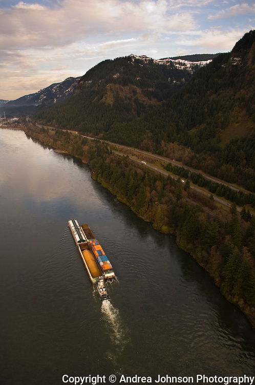 Aerial view of Columbia River Gorge, the border between Oregon & Washington states, U.S.A.