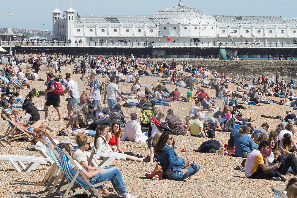 © Licensed to London News Pictures. 21/05/2017. Brighton, UK. Members of the public take advantage of the sunny weather to spent time on the beach in Brighton and Hove. Photo credit: Hugo Michiels/LNP