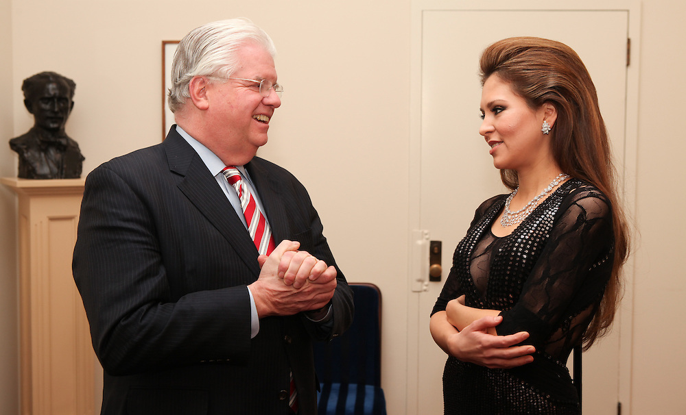 "NEW YORK - JANUARY 19: American Cancer Society Eastern Division Chief Executive Officer Donald Distasio speaks with pianist Lola Astanova before   ""A Tribute to Horowitz"" presented by the American Cancer Society at Carnegie Hall on January 19, 2012 in New York City.  (Photo by Matthew Peyton/Getty Images) *** Local Caption *** Donald Distasio; Lola Astanova"