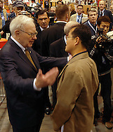 5/5/07  Omaha NE  Warren Buffett talks with media from all over the world on the floor at Qwest Center Omaha just before the start of the Berkshire Hathaway annual meeting Saturday morning..(photo by Chris Machian/Prarie Pixel Group).
