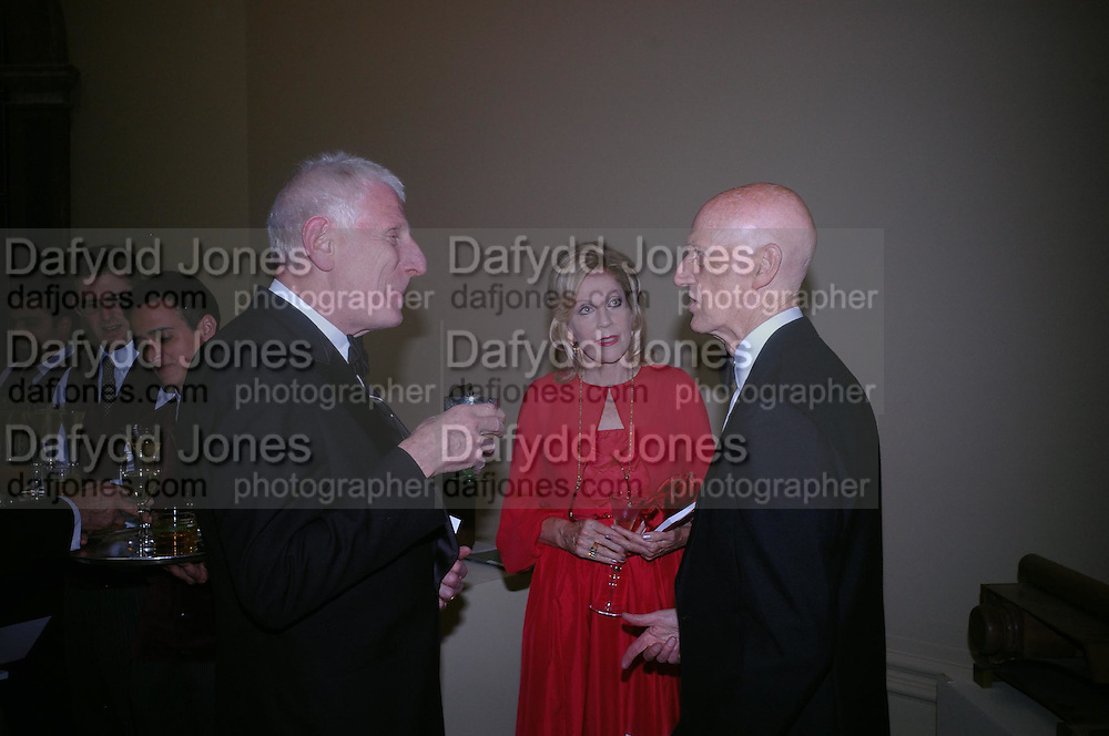 Jonathan M iller, Dame Jillian  Sackler and Allen Jones. Royal Academy Annual dinner to celebrate the opening of the Summer exhibition. Royal Academy. Piccadilly. London. 1 June 2005.  ONE TIME USE ONLY - DO NOT ARCHIVE  © Copyright Photograph by Dafydd Jones 66 Stockwell Park Rd. London SW9 0DA Tel 020 7733 0108 www.dafjones.com