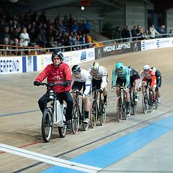 28-12-2019: Wielrennen: NK Baan: Alkmaar<br />Gangmaker Rene Kos leid het sprinters gilde in de finale keirin