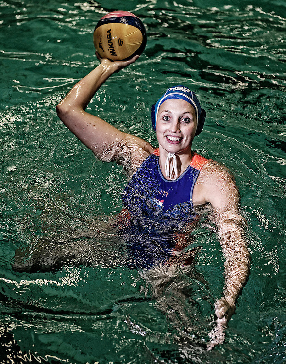 Nederland. Amsterdam, 06-01-2016. Photo: Patrick Post.  Portret van Yasemin Smit, waterpolo-speelster.