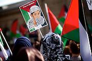 Mainz | 18 July 2014<br /> <br /> Am Samstag (18.07.2014) nahmen etwa 1000 M&auml;nner, Frauen und Kinder in der Innenstadt von Mainz anl&auml;sslich der milit&auml;rischen Auseinandersetzung zwischen Israel und der Hamas in Gaza an einer Solidarit&auml;tsdemonstration f&uuml;r Gaza, ein freies Pal&auml;stina und gegen Israel teil. Bei der Demo wurden Fahnen der Hamas und der Hisbollah mitgef&uuml;hrt, neben den &uuml;blichen Parolen gegen Israel wurde in Sprechch&ouml;hren auch vereinzelt zur Vernichtung von J&uuml;dinnen und Juden aufgerufen.<br /> Hier: Kleines Plakat &quot;Free Palestine&quot;.<br /> <br /> <br /> &copy;peter-juelich.com<br /> <br /> [No Model Release | No Property Release]
