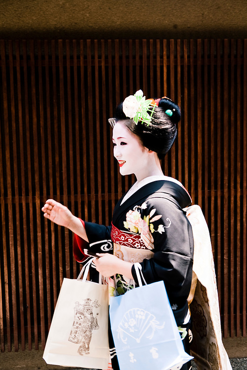 Maiko and geishas observe Hassaku, on the first of August A day to express thanks to those who have been helpful to you during the first half of the year. Gion district.