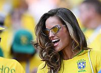 FUSSBALL WM 2018  Vorrunde  Gruppe E  ------- Serbien - Brasilien       27.06.2018 Eine schoene Brasilianerin im Nationaltrikot in Sparta Stadion in Moskau