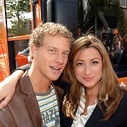 NLD/Amstelveen/20060518 - Bus van  het nieuwe SBS6 programma Hart voor Oranje, Rebecca Loos en Andries