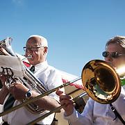 Hornmusik i solen.