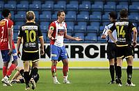 Fotball<br /> SAS Cup NM Norgesmesterskap<br /> Kvartfinale<br /> 19.08.07<br /> Ullevaal Stadion<br /> FC Lyn Oslo - Lillestrøm LSK<br /> Magnus Powell bedyrer sin uskyld til dommer Svein Erik Edvartsen men får sitt andre gule - rødt - og blir utvist - Til venstre ligger Pål Steffen Andresen skadet etter duellen med Powell<br /> Foto - Kasper Wikestad