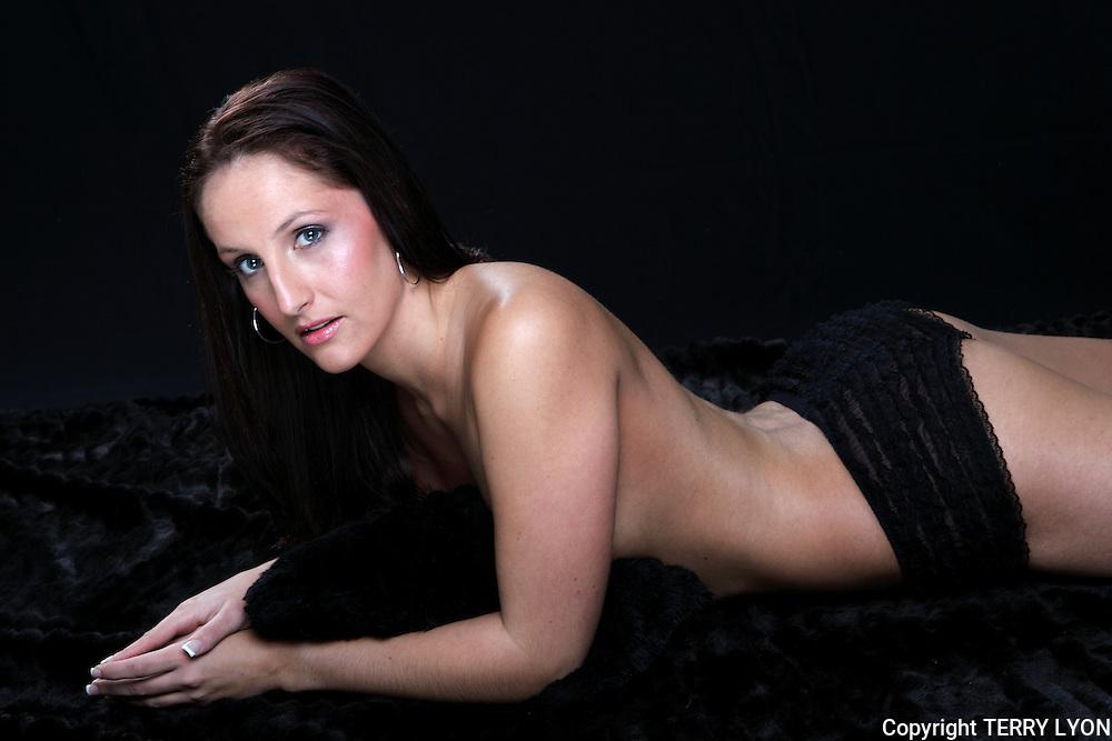 Michelle Shoeman Crazy Sexy Cool photo shoot Mieke Boer MUA and Stylist