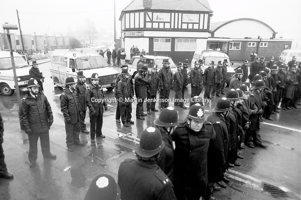 Police outside Hatfield Main Working Mens Club during the 1984 1985  miners strike...© Martin Jenkinson tel 0114 258 6808  mobile 07831 189363 email martin@pressphotos.co.uk  NUJ recommended terms & conditions apply. Copyright Designs & Patents Act 1988. Moral rights asserted credit required. No part of this photo to be stored, reproduced, manipulated or transmitted by any means without prior written permission.