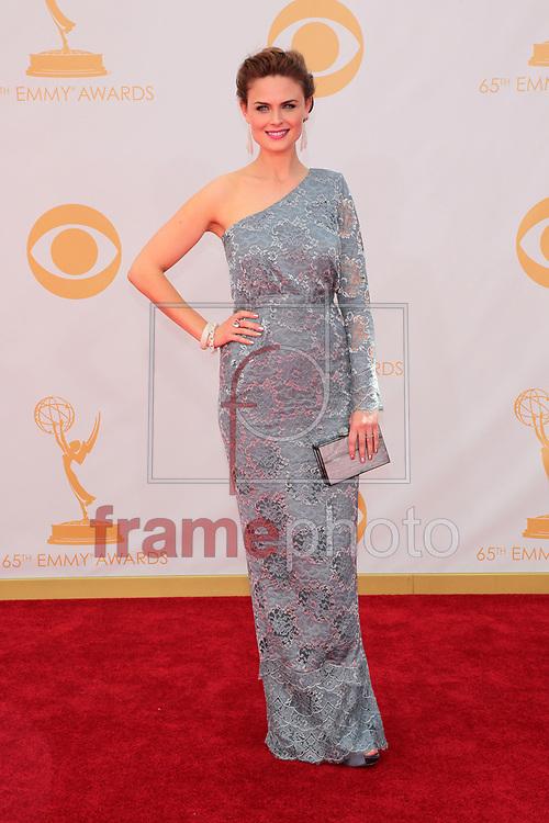"""*BRAZIL ONLY *ATENÇÃO EDITOR, IMAGEM EMBARGADA PARA VEÍCULOS INTERNACIONAIS* wenn20690476 - Los Angeles, EUA - 22//09/2013 - Emily Deschanel chega para a cerimônia de entrega do 65o Emmy Awards, considerado o """"Oscar da televião"""", realizado na tarde de hoje (22/09) no Nokia Theatre L.A., em Los Angeles, EUA. Foto: Adriana M. Barraza/Wenn/Frame"""