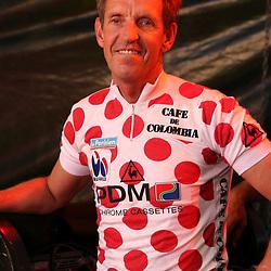 05-06-2015: Wielrennen: Nacht van Hengelo: Hengelo<br />HENGELO (NED) wielrennen<br />De Race of the Legends een wedstrijd voor oud renners in Hengelo verreden in het kader van de 40e editie van de Nacht van Hengelo. Steven Rooks in zijn bollentrui