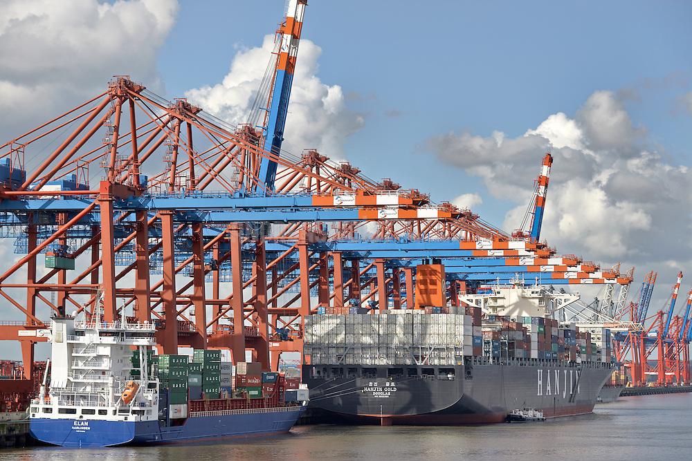 """Das Containerschiff """"Hanjin Gold"""" hat am Terminal Eurogate festgemacht."""