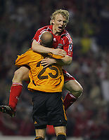 Hero's Pepe Reina and Dirk Kuyt Celebrates Liverpool Team mates Dirk Kuyt and Xabi Alonso after dramatic Victory<br />