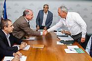 Autoconvocados, gremiales y Ejecutivo reunidos en mesa de trabajo.