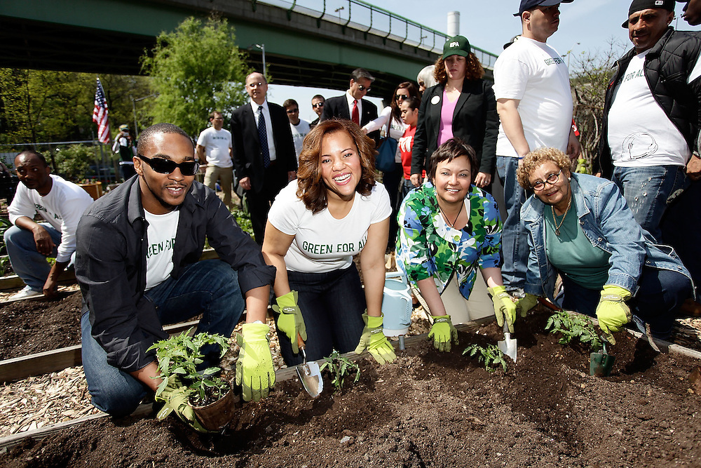 "NEW YORK - APRIL 22:  (L-R) Actor Anthony Mackie, Chief Executive Officer of Green For All Phaedra Ellis-Lamkins, EPA Administrator Lisa Jackson and North Park Outreach Coordinator at Riverside Park Fund Jenny Benitez participate in the Green For All Earth Day ""Dig In"" at Riverside Valley Community Garden on April 22, 2010 in the West Harlem neighborhood of  New York City.  (Photo by Joe Kohen/WireImage for Green For All)"