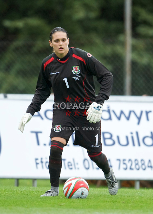 LLANELLI, WALES - Sunday, August 23, 2009: Wales' goalkeeper Rhian Nokes in action against Slovenia during a friendly international match at Stebonheath Park. (Pic by David Rawcliffe/Propaganda)