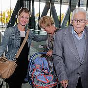 NLD/Hilversum/20121003- Boekpresentatie De Iconen van het NOS Achtuurjournaal, Frits Thors en dochter, kleindochter