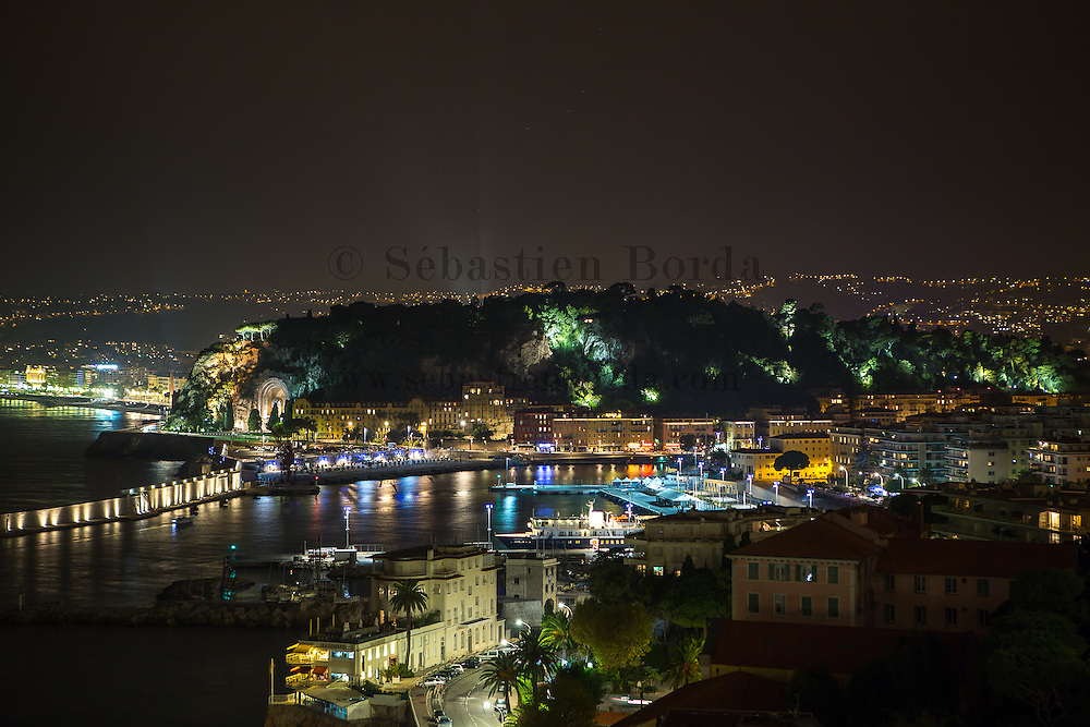 Vue sur le port de Nice depuis le cap de Nice // View of Nice harbour from Cap de Nice.