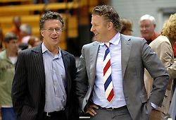06-09-2006 BASKETBAL: NEDERLAND - SLOWAKIJE: GRONINGEN<br /> De basketballers hebben ook de tweede wedstrijd in de kwalificatiereeks voor het Europees kampioenschap in winst omgezet. In Groningen werd een overwinning geboekt op Slowakije: 71-63 / Charles van Commenee en Cees van Rootselaar<br /> ©2006-WWW.FOTOHOOGENDOORN.NL