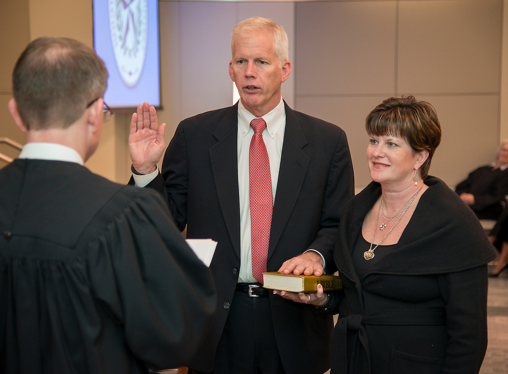 Houston ISD trustee Mike Lunceford takes the oath of office during a ceremony, January 16, 2014.