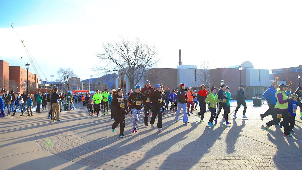 Turkey Trot November 2015 by UW-L student photographer Hanqing Wu; -UWL UW-L UW-La Crosse University of Wisconsin-La Crosse; Candid; Group; Man men; morning; Murphy Library; November; Outside; Running; Sport; sunny; Turkey Trot November 2015; Walking; Woman women