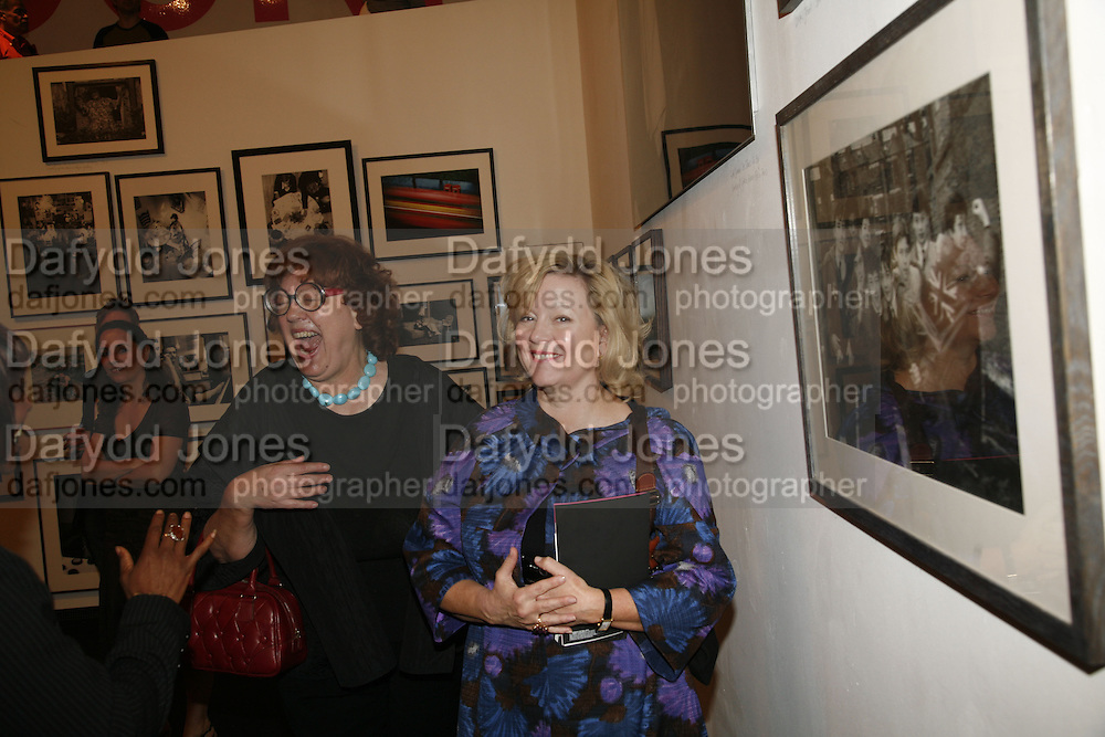 MEREDITH ETHERINGTON SMITH AND KAY SAATCHI, Opening of Photo-London, Burlington Gdns. London. 17 May 2006. ONE TIME USE ONLY - DO NOT ARCHIVE  © Copyright Photograph by Dafydd Jones 66 Stockwell Park Rd. London SW9 0DA Tel 020 7733 0108 www.dafjones.com
