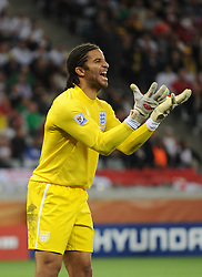 18.01.2010, Green Point Stadium, Cape Town, RSA, FIFA WM 2010, England (ENG) vs Algeria (ALG), im Bild David James of England screams at his defense. EXPA Pictures © 2010, PhotoCredit: EXPA/ IPS/ Marc Atkins / SPORTIDA PHOTO AGENCY
