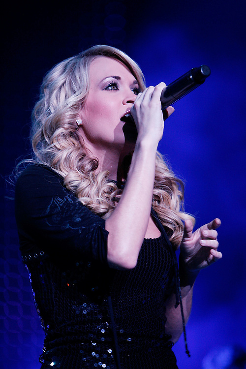 NEW YORK - FEBRUARY 13:  Singer Carrie Underwood performs live at the Madison Square Garden on february 13, 2008 in New York City.  (Photo by Joe Kohen/WireImage)