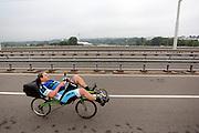 Een ligfietser rijdt in Arnhem over de Nelson Mandelabrug dat onderdeel is van het Rijn-Waalpad, de snelfietsroute tussen Arnhem en Nijmegen. Als de route helemaal klaar is, kunnen fietsers binnen 40 minuten van Arnhem naar Nijmegen fietsen. De snelfietsroute kent weinig obstakels en moet het aantrekkelijk maken om ook langere afstanden met de fiets af te leggen.<br /> <br /> Cyclists ride on the Rijn-Waalpad, the fast cycling route between Arnhem and Nijmegen.  When the route is finished, cyclists can get within 40 minutes from Arnhem to Nijmegen. The fast cycle route has few obstacles and to make it attractive to commute long distances by bicycle.