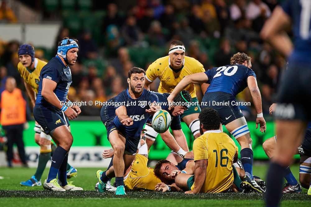 Martín Landajo of the The Pumas (Argentina) passes the ball during the Rugby Championship test match between the Australian Qantas Wallabies and Argentina's Los Pumas from NIB Stadium - Saturday 17th September 2016 in Perth, Australia. © Copyright Photo by Daniel Carson / www.photosport.nz)