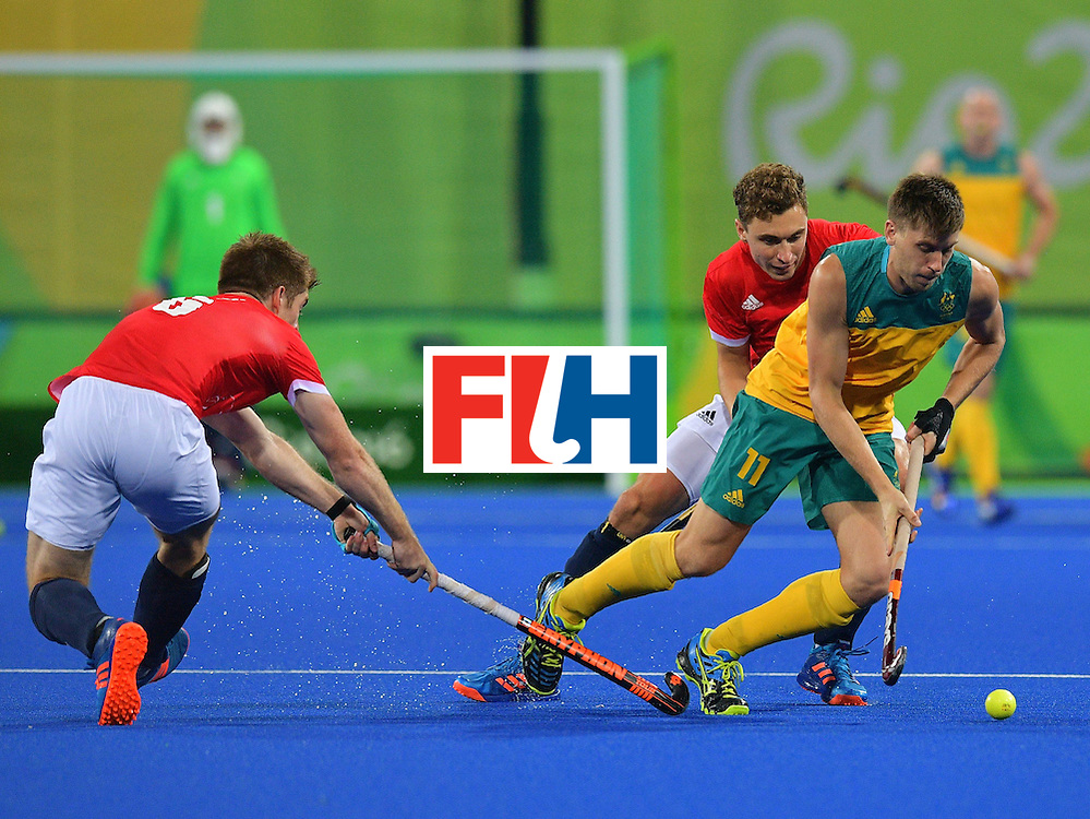 Australia's Eddie Ockenden (R) tries to get past Britain's Henry Weir (L) during the men's field hockey Britain vs Australia match of the Rio 2016 Olympics Games at the Olympic Hockey Centre in Rio de Janeiro on August, 10 2016. / AFP / Carl DE SOUZA        (Photo credit should read CARL DE SOUZA/AFP/Getty Images)