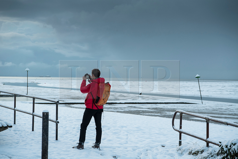 © Licensed to London News Pictures. 27/02/2018. Southend, UK. A snow covered coastline at Southend in Essex as the Beast From The East arrives on the east coast of the UK . Photo Credit Simon Ford/LNP