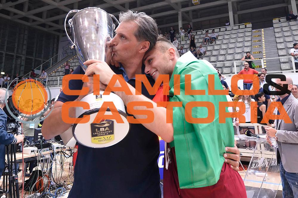Tout con suo papa' esultanza Umana Reyer Venezia<br /> Dolomiti Energia Aquila Basket Trento - Umana Reyer Venezia<br /> Playoff Gara 6<br /> Lega Basket 2016/2017<br /> Trento 20/06/2017<br /> Foto Ciamillo-Castoria