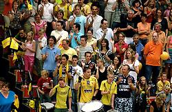 05-05-2007 VOLLEYBAL: PIET ZOOMERS D - ORTEC NESSELANDE: APELDOORN<br /> Nesselande brengt de stand (3-3) weer gelijk om met 3-0 in Apeldoorn te winnen / Piet Zoomers publiek voor het laatst in de Dynamo hal<br /> ©2007-WWW.FOTOHOOGENDOORN.NL