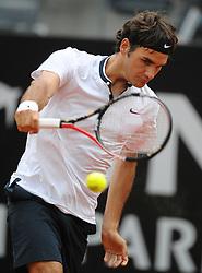 27.04.2010, Foro Italico, Rom, ITA, ATP Masters Turnier Rom im Bild  Roger Federer (SUI)., EXPA Pictures © 2010, PhotoCredit: EXPA/ InsideFoto/ A. Baldassarre / SPORTIDA PHOTO AGENCY