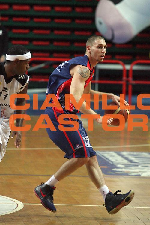 DESCRIZIONE : Montecatini Lega A2 2007-08 Agricola Gloria RB Montecatini Terme Carife Basket Club Ferrara<br /> GIOCATORE : Nardi Mike<br /> SQUADRA : Agricola Gloria RB Montecatini Terme<br /> EVENTO : Campionato Lega A2 2007-2008<br /> GARA : Agricola Gloria RB Montecatini Terme Carife Basket Club Ferrara<br /> DATA : 21/10/2007<br /> CATEGORIA : Palleggio<br /> SPORT : Pallacanestro<br /> AUTORE : Agenzia Ciamillo-Castoria/Stefano D'Errico